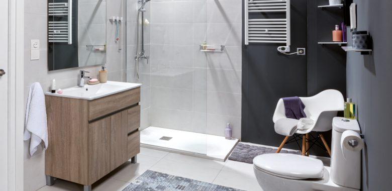 baño blanco recién remodelado