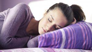 Mujer descansando: preferencia circadiana