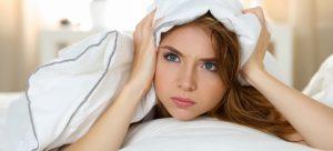 Mujer tratando de dormir